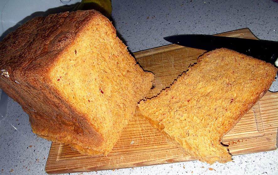 pan casero con masa madre y pimientos