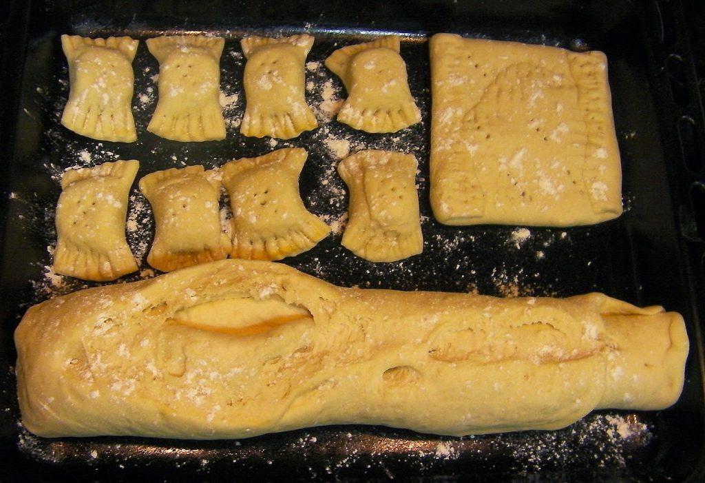 pan de leche, bollos preñados y empanada de jamón y queso