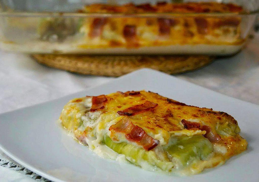 http://anarecetasfaciles.blogspot.com.es/2015/02/canelones-de-col-gratinados-con-bacon.html
